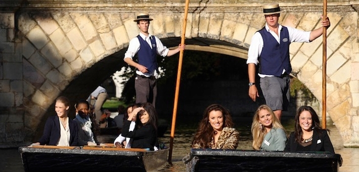 Cambridge Tours - Punting through the College Backs